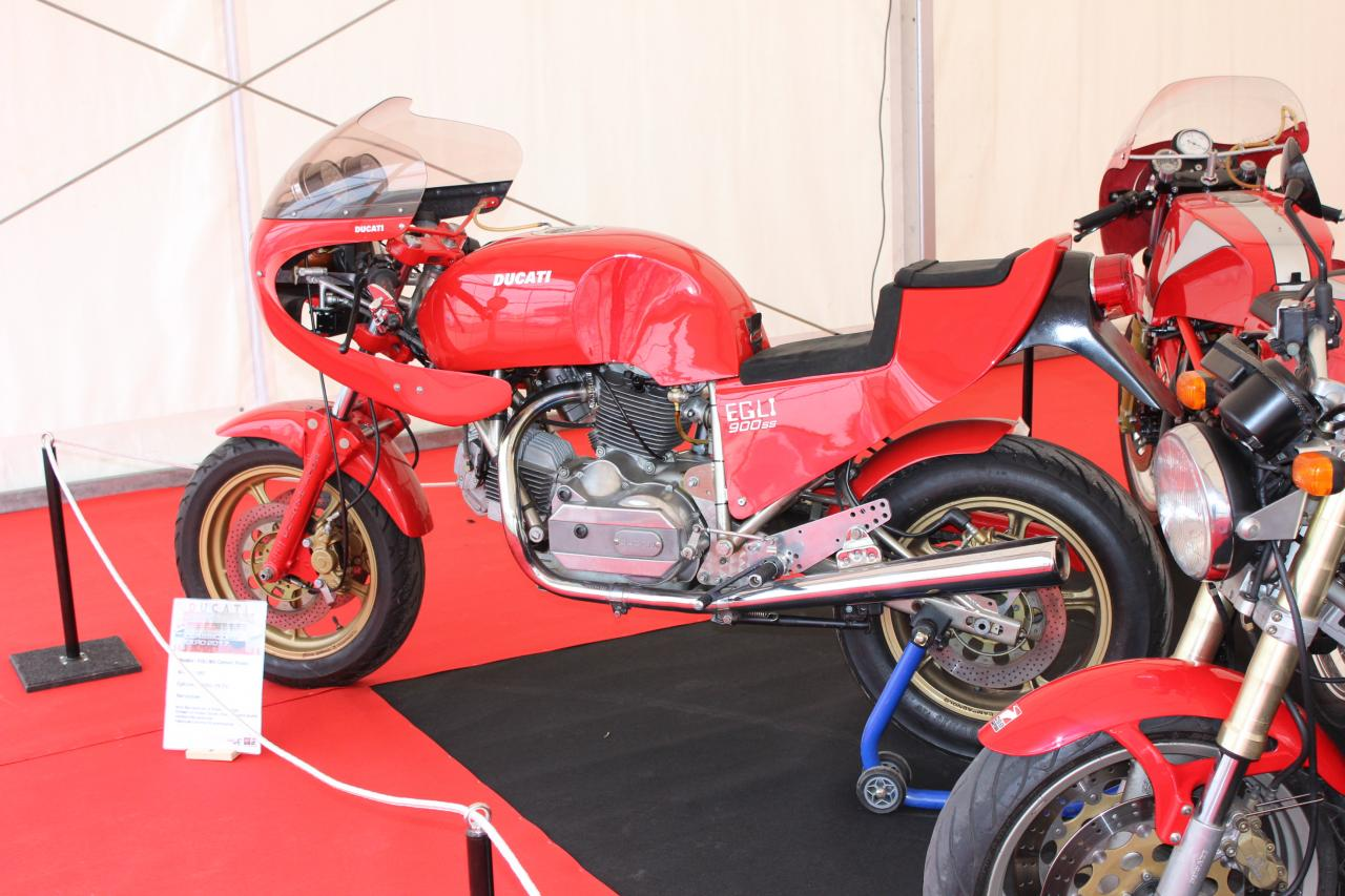 Ducati... 900SS